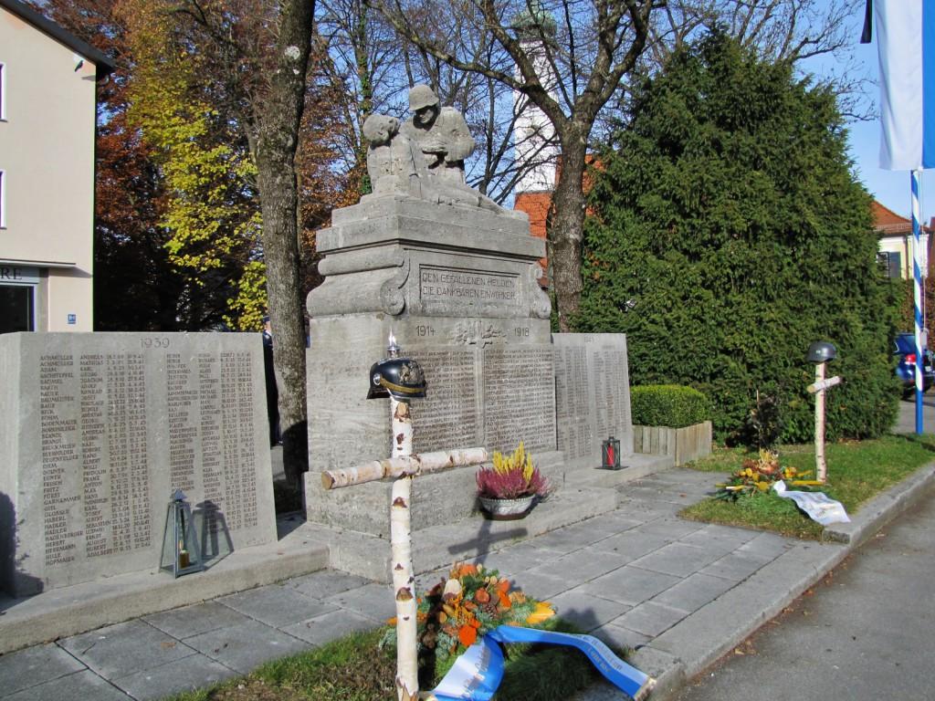 Kriegerdenkmal-Volkstrauertag
